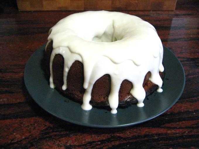 El pastel así, ya finalizado y con la cobertura.
